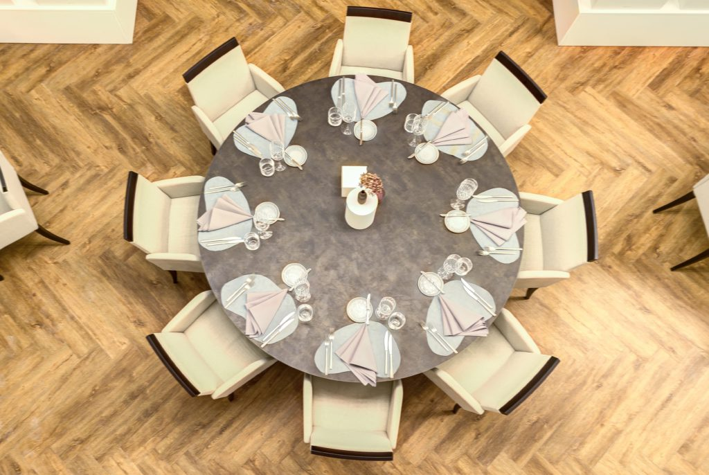 Restaurant Upe Dining Table